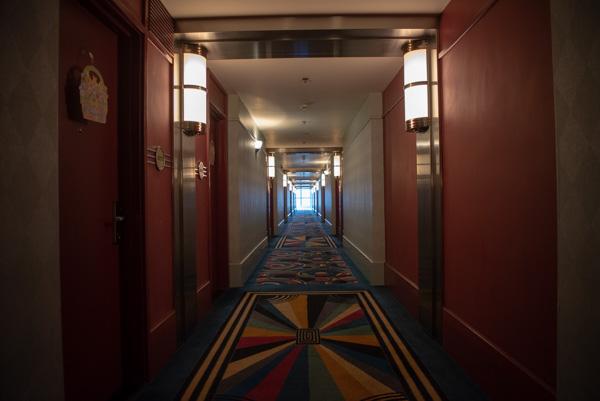 ハリウッドホテルの廊下